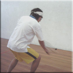 Bend the knees, firm wrist, control the racket face